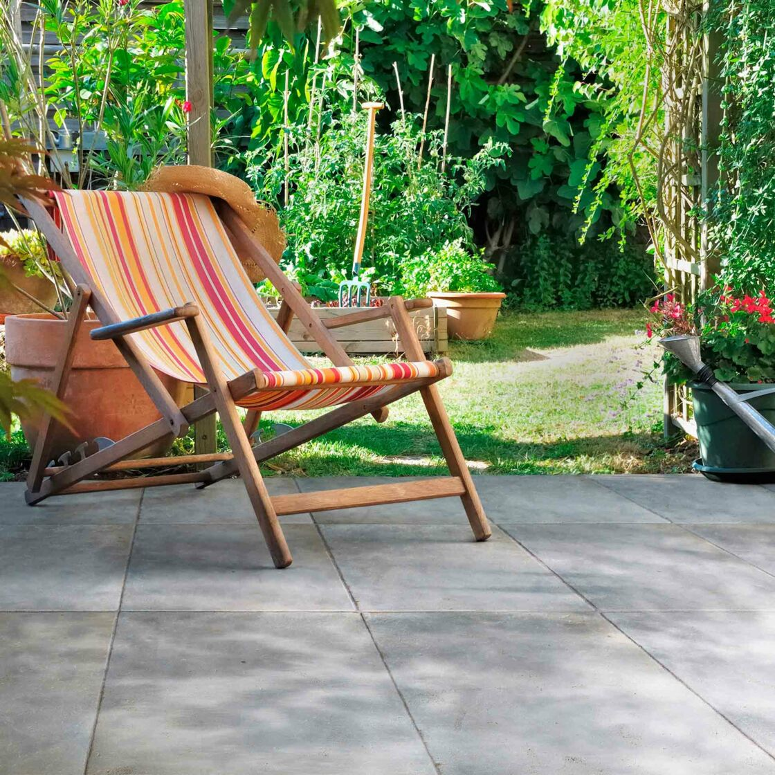 Terrasse en pierre, la tendance déco de l\'été : Femme Actuelle Le MAG
