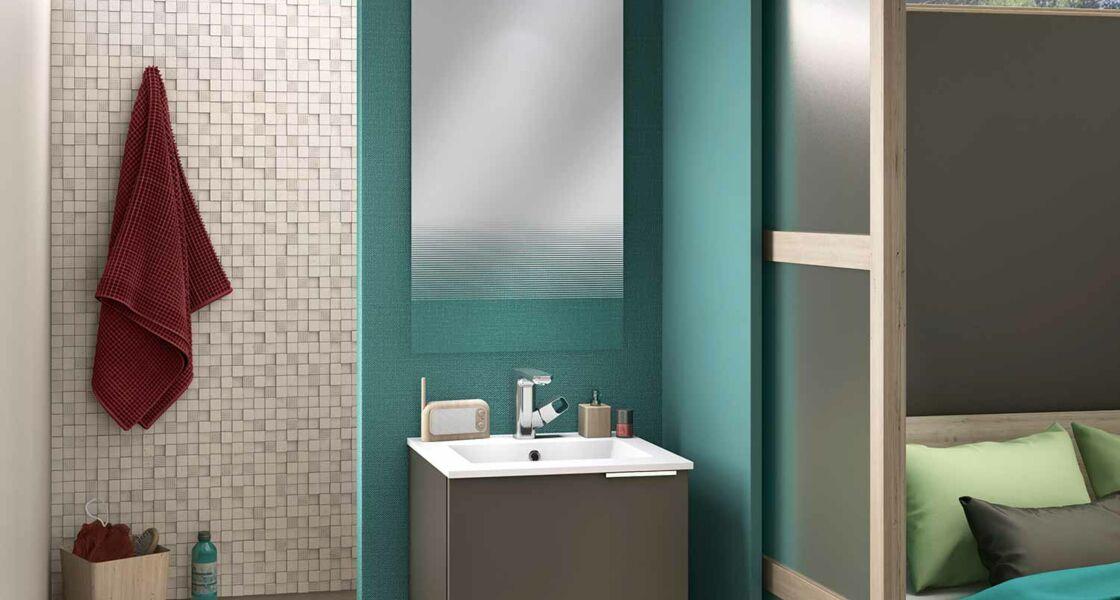 Comment aménager une douche dans une petite salle de bains ? : Femme ...