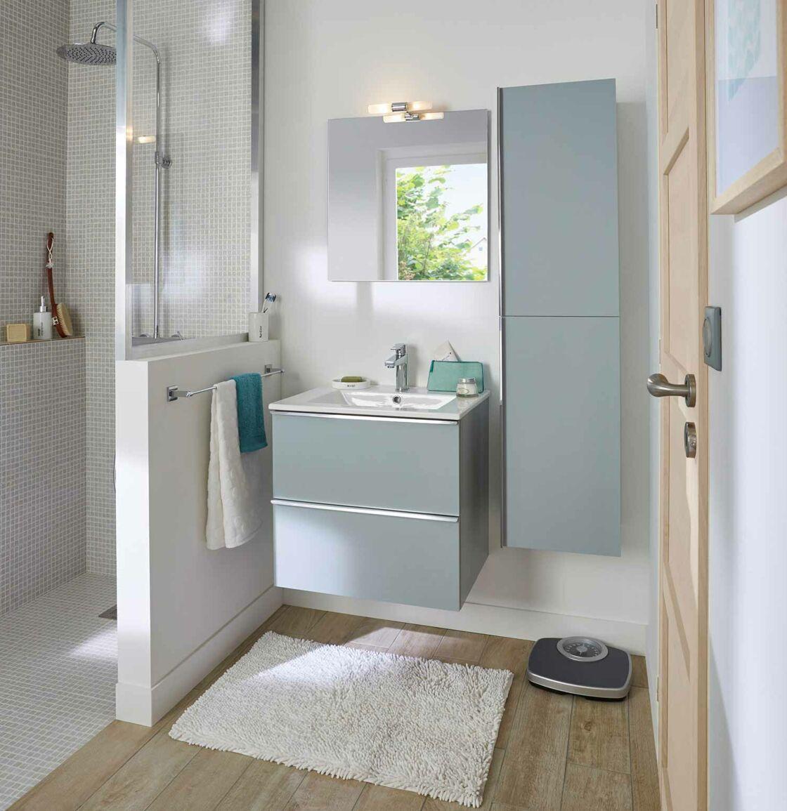 Comment am nager une douche dans une petite salle de bains femme actuelle le mag for Taille fenetre wc