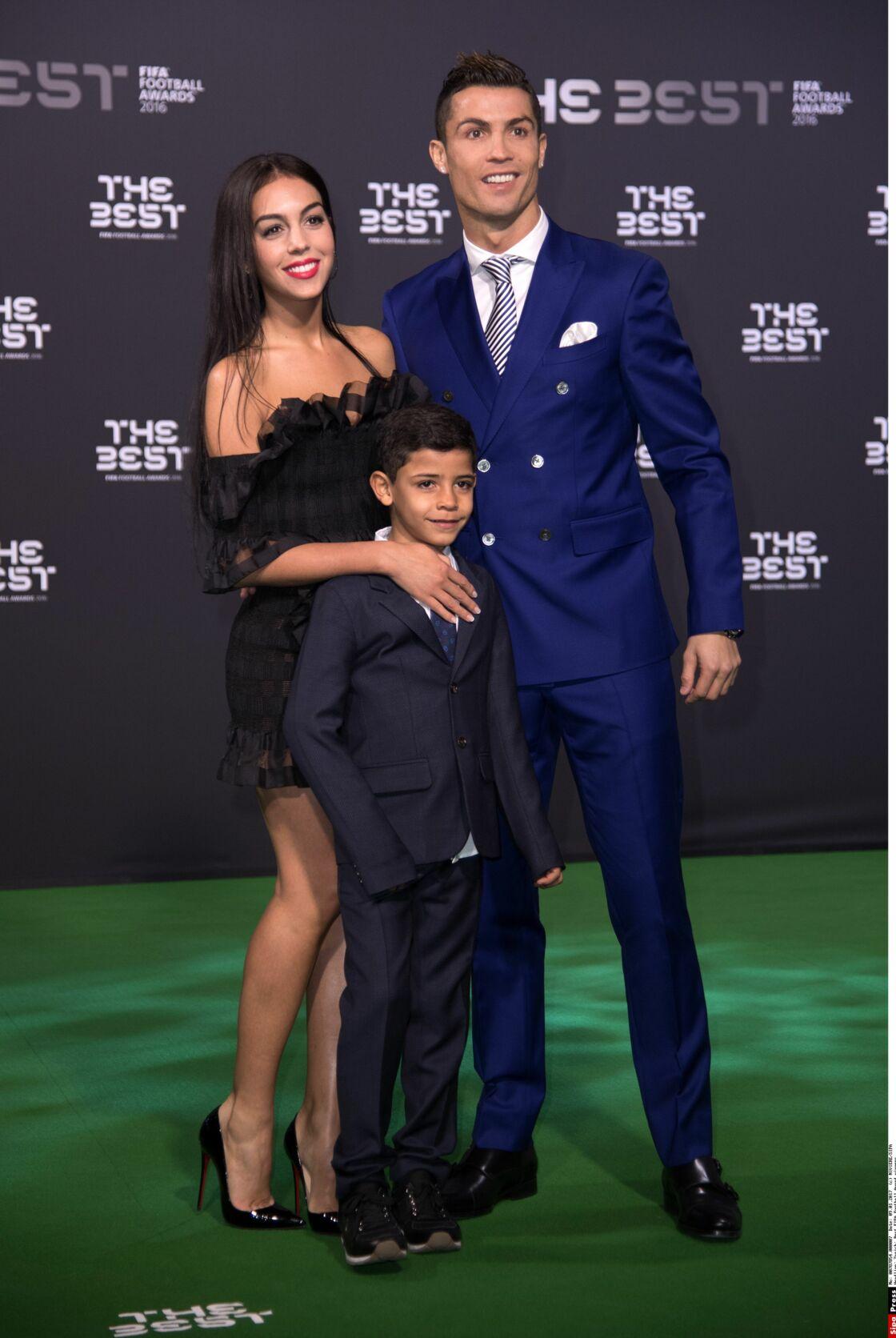 Cristiano Ronaldo : Sa femme a assisté aux rencontres avec un micro