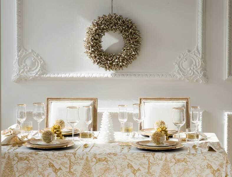 Table de Noël en blanc et or