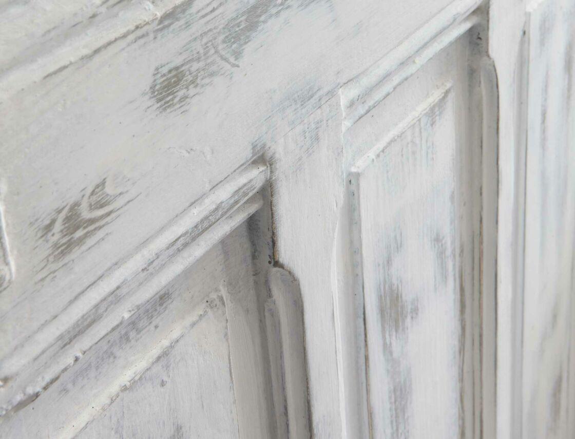 Comment Faire Du Gris Argenté En Peinture peinture : une tête de lit en bois patiné avec une porte