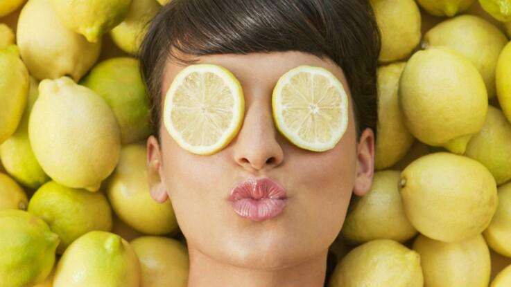 r gime d tox le citron pour maigrir et retrouver la forme vid o femme actuelle le mag. Black Bedroom Furniture Sets. Home Design Ideas