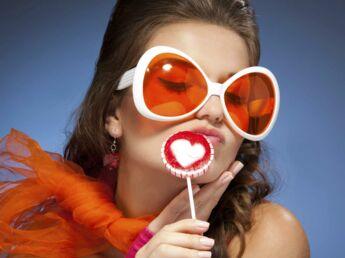 comment bien choisir ses lunettes choisir ses lunettes selon son visage femme actuelle le mag. Black Bedroom Furniture Sets. Home Design Ideas