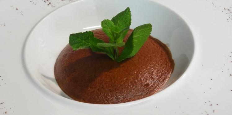 Dessert minceur : mousse soufflée légère au chocolat amer (vidéo)