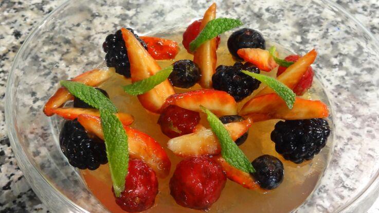 Gelée au thé de fleur de cerisier, fruits rouges et râpée d'agrumes
