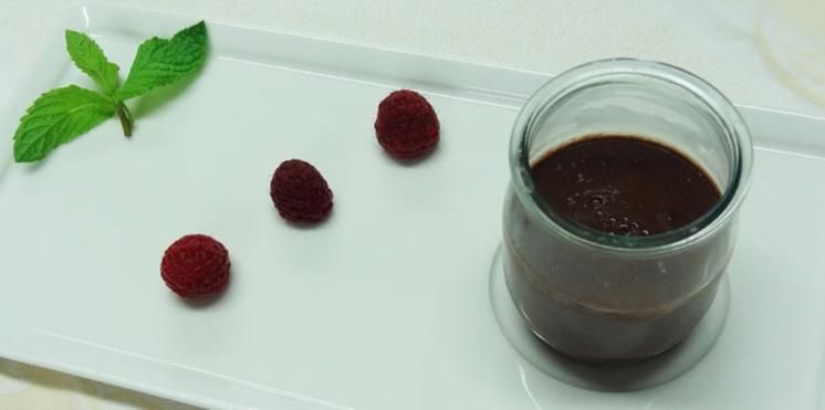 Dessert : un petit pot de crème au chocolat léger