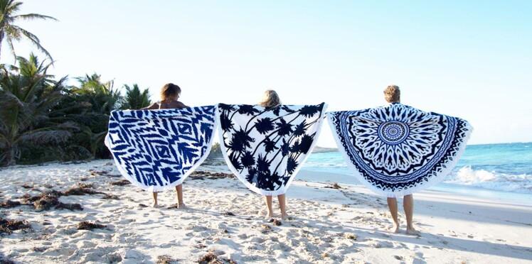 Serviettes de plage, foutas : 5 accessoires chics et malins