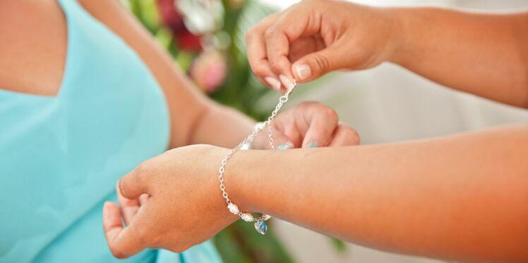 L'astuce toute simple pour mettre facilement votre bracelet toute seule