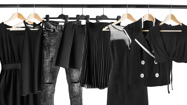 Vêtements noirs : 5 astuces pour raviver leur couleur