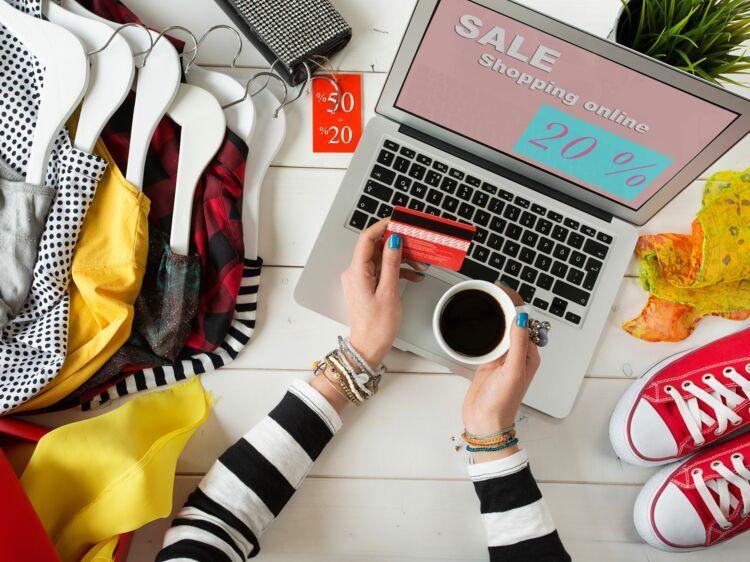 179da87f51725 Soldes en ligne   3 pièges à éviter quand vous achetez vos vêtements    accessoires sur un e-shop   Femme Actuelle Le MAG