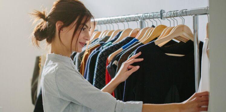 VIDÉO - 4 astuces pour trouver votre tenue tous les matins en 2 minutes