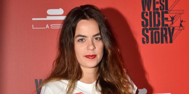 Anouchka, la fille d'Alain Delon, pose en lingerie le temps d'un shooting sexy