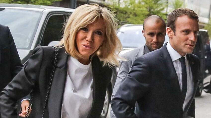PHOTOS – Brigitte Macron ose le jean ultra moulant avec un blazer chic