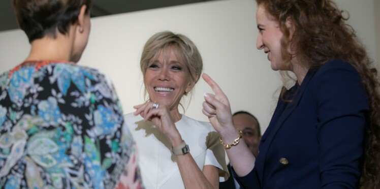 Brigitte Macron ne se sépare jamais du cadeau que lui a offert son mari Emmanuel Macron