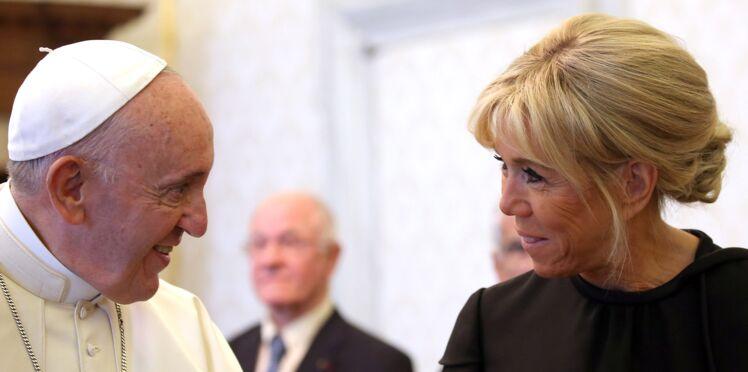 Brigitte Macron rencontre le pape et un détail de son look fait polémique