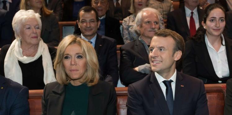 Brigitte Macron pour la première fois en petite robe verte