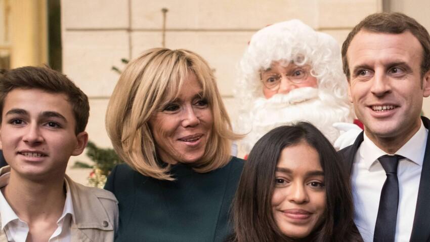 Photo - Brigitte Macron ose la robe vert sapin pour son 1er Noël à l'Elysée avec Mickey
