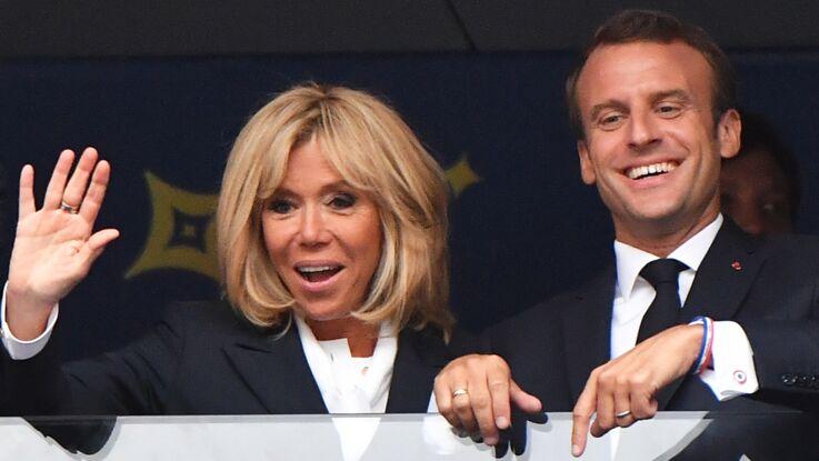Photos - Brigitte Macron, élégante pour recevoir les Bleus à l'Elysée : à votre avis, de quelle couleur était-elle habillée ?