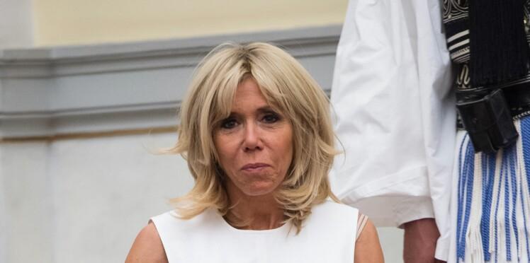 Brigitte Macron, très chic en blouse et pantalon slim en Grèce