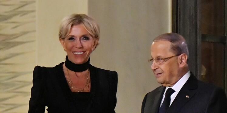 Brigitte Macron, ultra chic en robe noire Elie Saab et choker