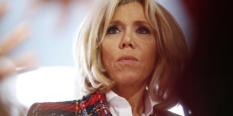 Photos - Brigitte Macron ultra tendance en Balmain pour une visite à l'hôpital