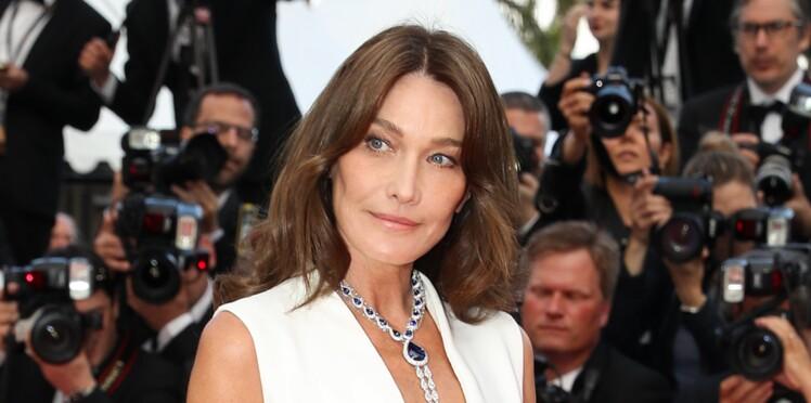 Carla Bruni-Sarkozy affiche un décolleté ultra plongeant à Cannes