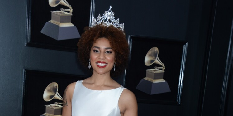 PHOTO-Grammy Awards 2018 : La robe anti avortement d'une chanteuse fait scandale