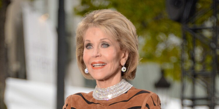 Photos – Jane Fonda, 80 ans, et un corps de top model en robe tigresse moulante