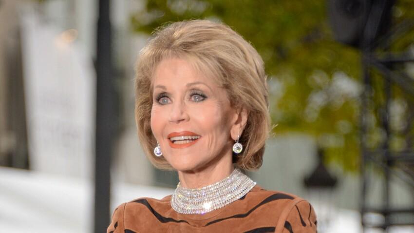 Photos – Jane Fonda, 80 ans, et un corps de top model en robe tigresse moulante