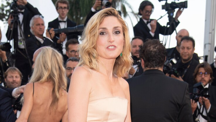 Julie Gayet ose une robe improbable à Cannes