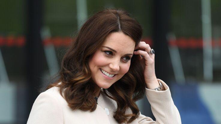 Kate Middleton, enceinte et ravissante, elle affiche un ventre plus rond que jamais dans un top fleuri