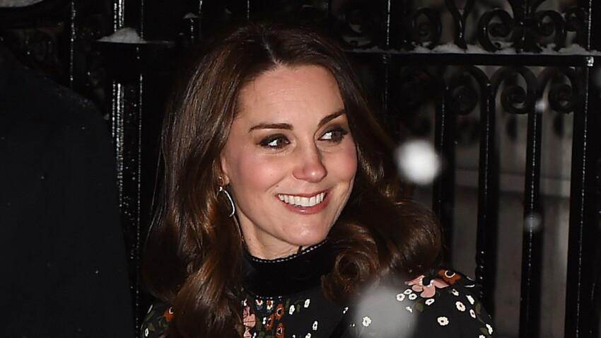 Kate Middleton, enceinte, elle affiche son ventre très rond en robe fleurie