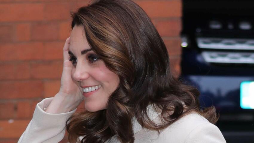 Kate Middleton, enceinte, elle fait une entorse au protocole en tenue très courte