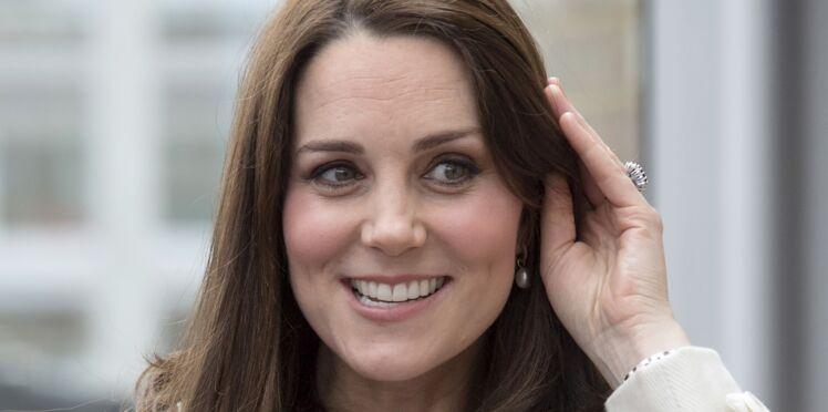 Kate Middleton, enceinte, son manteau crème à petit prix trahit son ventre très rond !