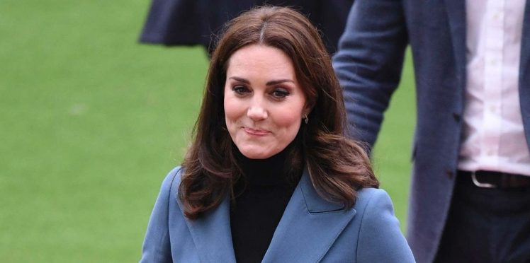Photo-Kate Middleton enceinte mais incroyablement mince dans sa veste officier !
