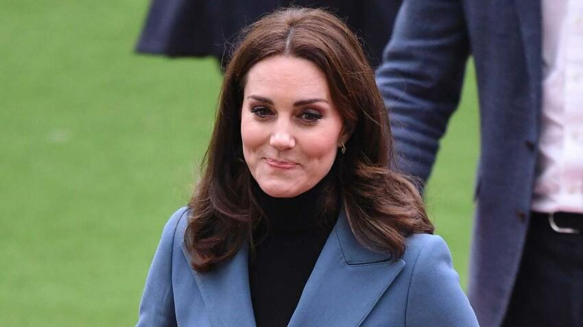 Photo-Kate Middleton enceinte mais incroyablement mince dans sa veste officier !