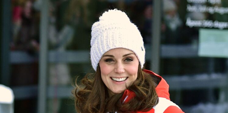 Kate Middleton, enceinte, elle ose la tenue de ski flashy à la neige