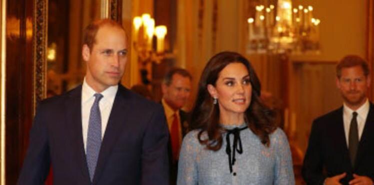 Kate Middleton : enceinte, elle dévoile son baby bump en robe en dentelle - sa couleur est-elle un indice sur le sexe du bébé?