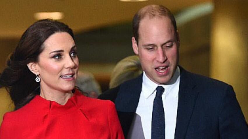 Photo - Kate Middleton : enceinte, elle ose la petite robe rouge (et une nouvelle entorse au protocole !)