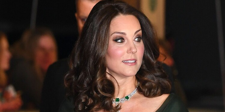 Kate Middleton Enceinte Affiche Un Decollete Plongeant