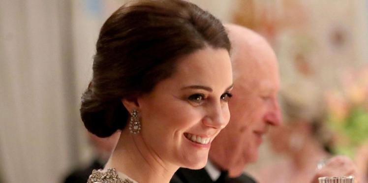 Kate Middleton, enceinte et sublime dans une robe de princesse pour son dîner au Palais Royal d'Oslo