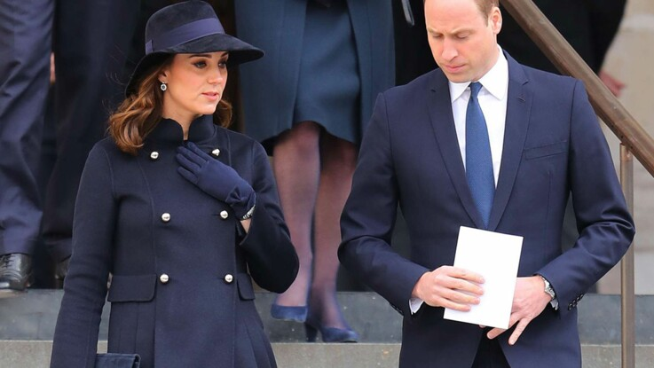 Kate Middleton, enceinte, elle ose le total look bleu marine ultra chic