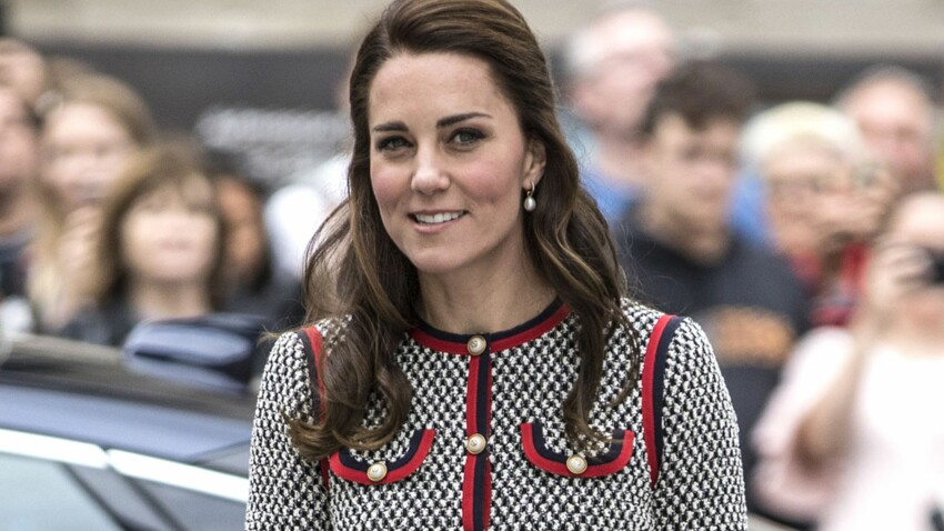 PHOTOS – Kate Middleton se la joue Jackie Kennedy en robe rétro