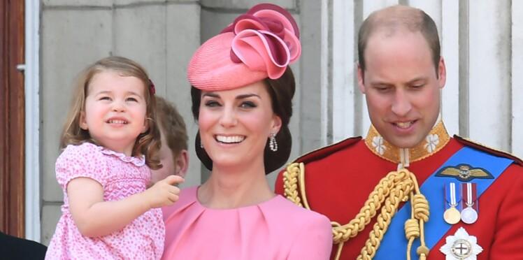 Photos - La robe rose de Kate Middleton lui vaut bien des critiques