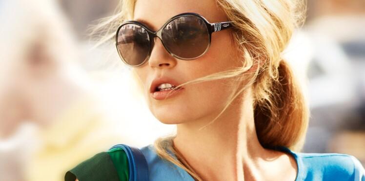 Kate Moss prend à nouveau la pose pour Vogue Eyewear