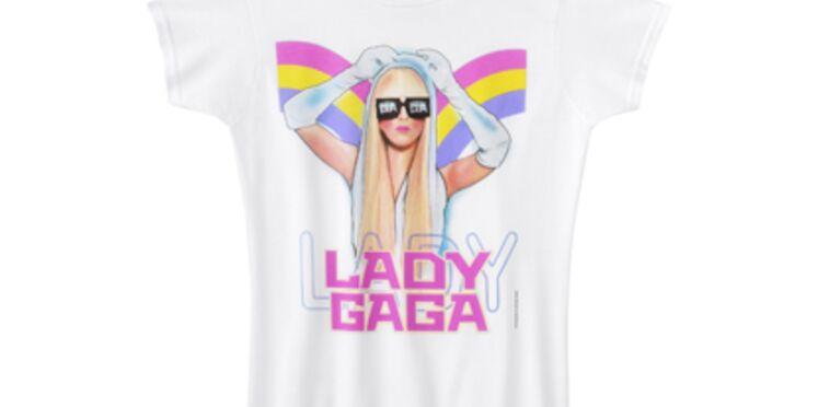 Lady Gaga prend la pose pour une collection de tee-shirts à son effigie