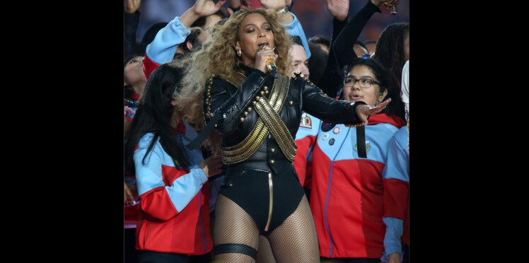 Coup d'œil sur le look de Beyoncé au Super Bowl 2016