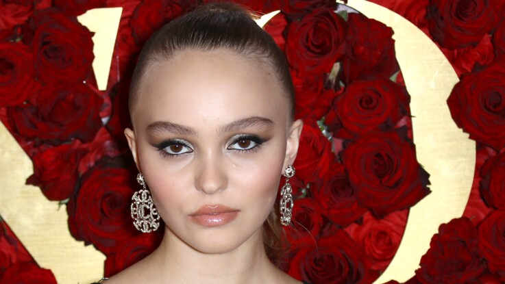 Lily-Rose Depp très sexy en micro-short et topless