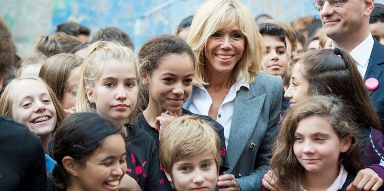 Brigitte Macron : son look de prof pour sa dictée au collège